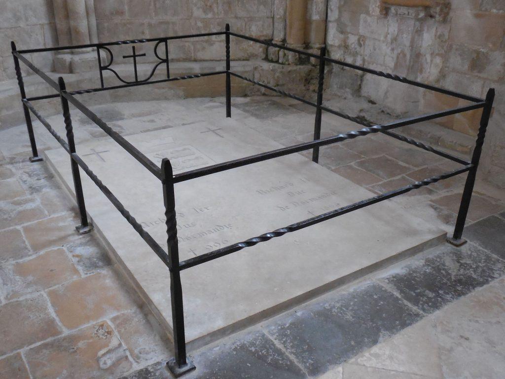 Grave of Richard I and Richard IIFécamp 2016